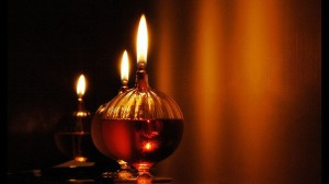 Oil lamps. Image source: http://www.ishafoundation.org/blog/lifestyle/this-holiday-season-bring-an-oil-lamp-into-your-home/